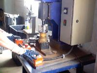 bf91c164e49 Máquina para abertura dos hidrômetros Montagem  acoplamento do dispositivo  de